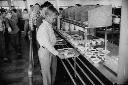 school-cafeteria-1950s